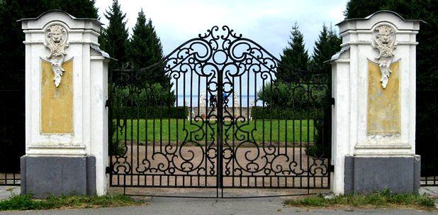 Ограда Верхнего сада в Петергофе